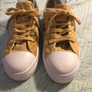 Rocket dog yellow sneakers 9.5